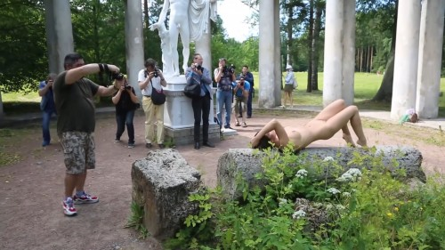 NUDE IN PUBLIC PARK. PHOTOSHOOTING BACKSTAGE.