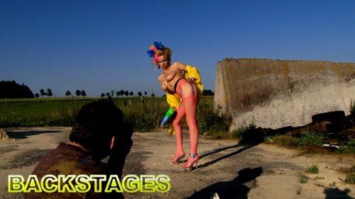 Bella Karina  – Backstage 01