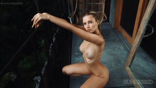 Polina Malinovskaya Nude – Sunkissed (2020)